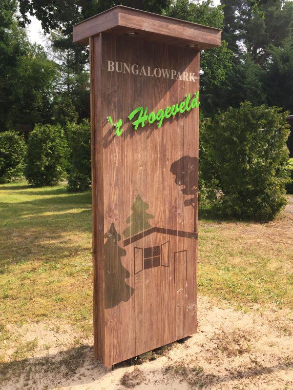 houten reclamezuil