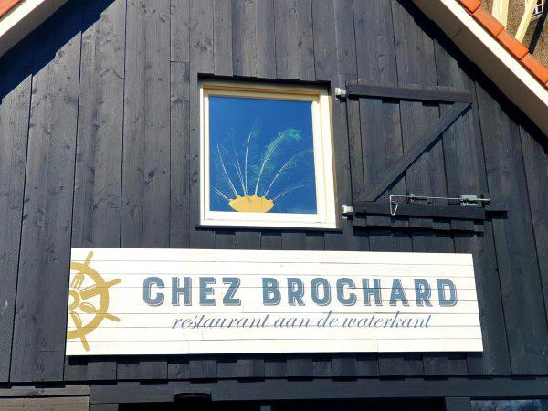 Houten gevelreclame restaurant