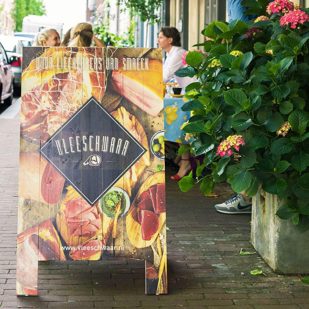 Houten-stoepbord-met-fullcolor-bedrukking