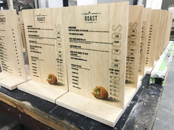 menukaart op hout met voet