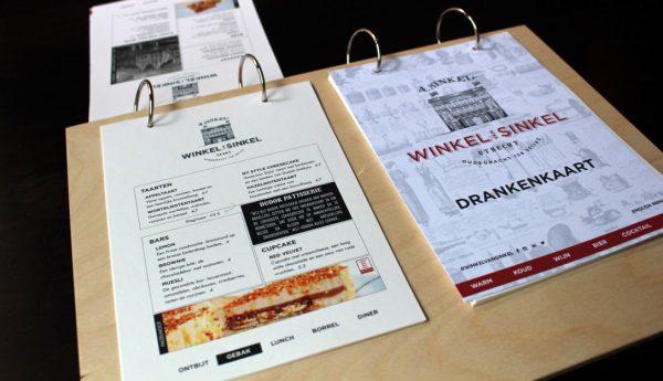 houten menukaart met sluitringen