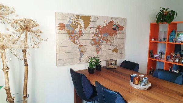 Wereldkaart-Style-op-houten-planken