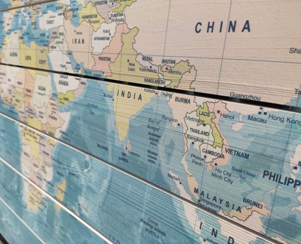 Wereldkaart-op-Hout-Sea