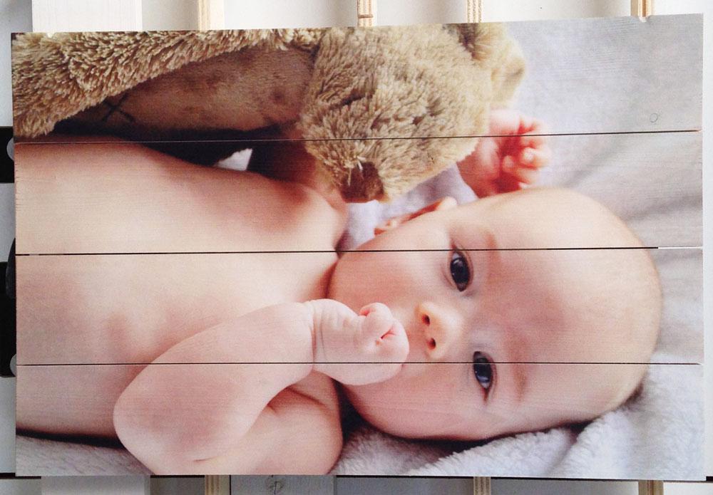 Babyfoto-op-Houten-planken