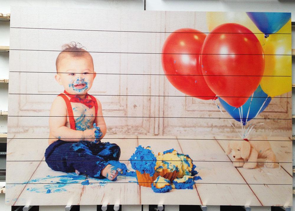 Houten schilderij van Baby