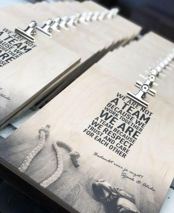 Houten-menukaart-klipbord-geprint