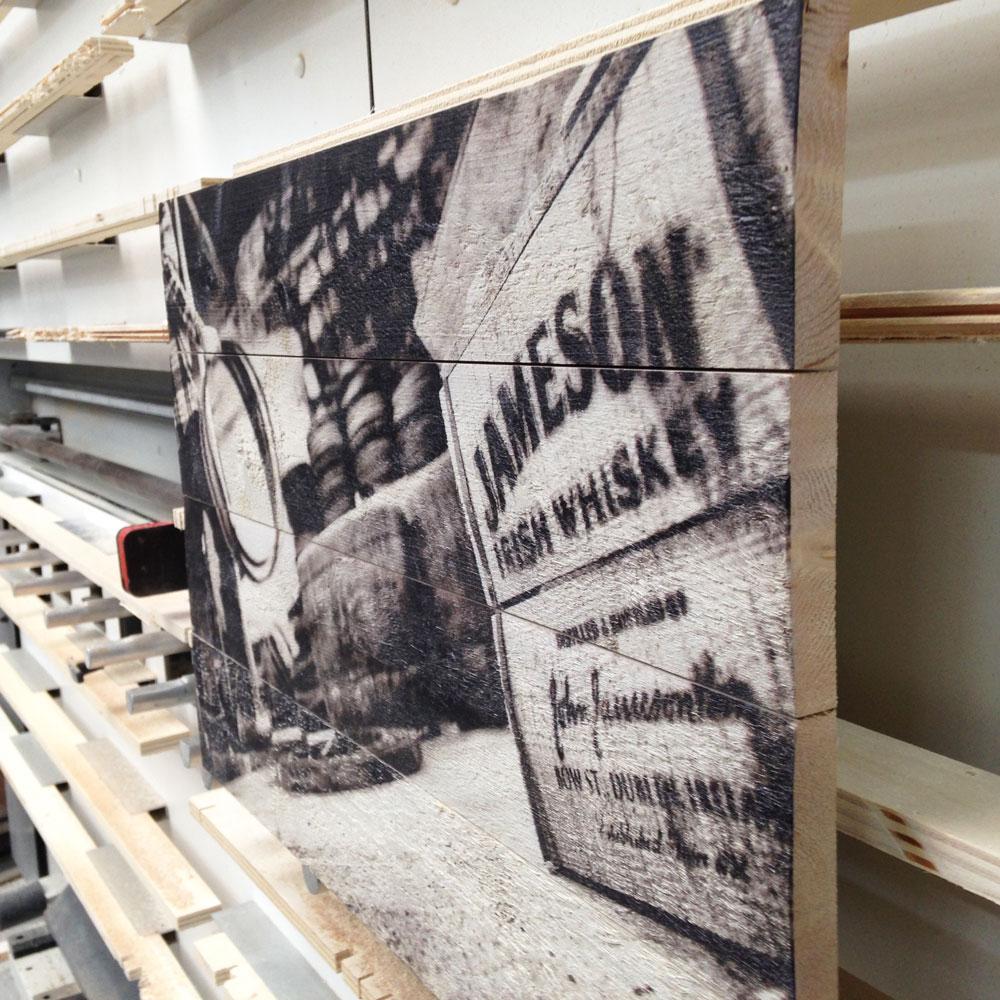 zwart-wit-foto-op-hout